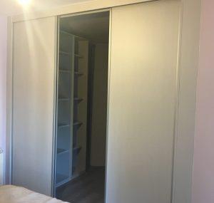 Paso de puertas para vestidor