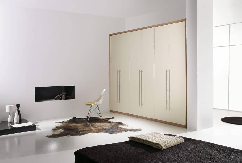 armario de puertas lisas de bisagra