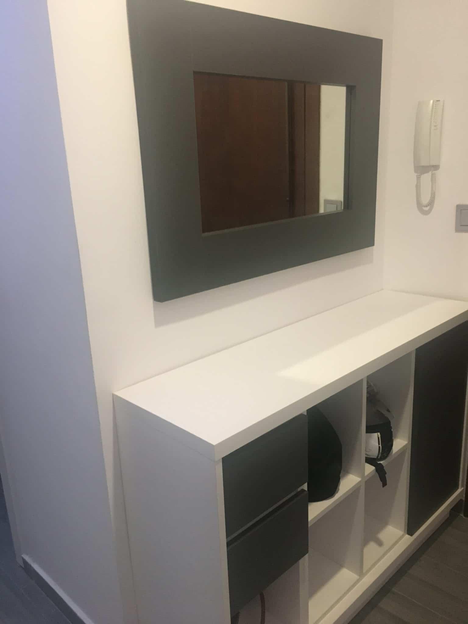 Espejo y mueble de entrada