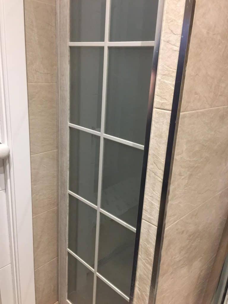 Armario empotrado en cuarto de baño
