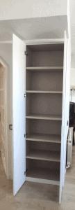 Armario de bisagras blanco liso