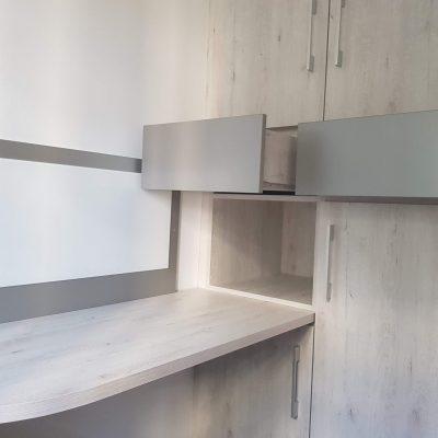 Sobre de escritorio y armario a medida